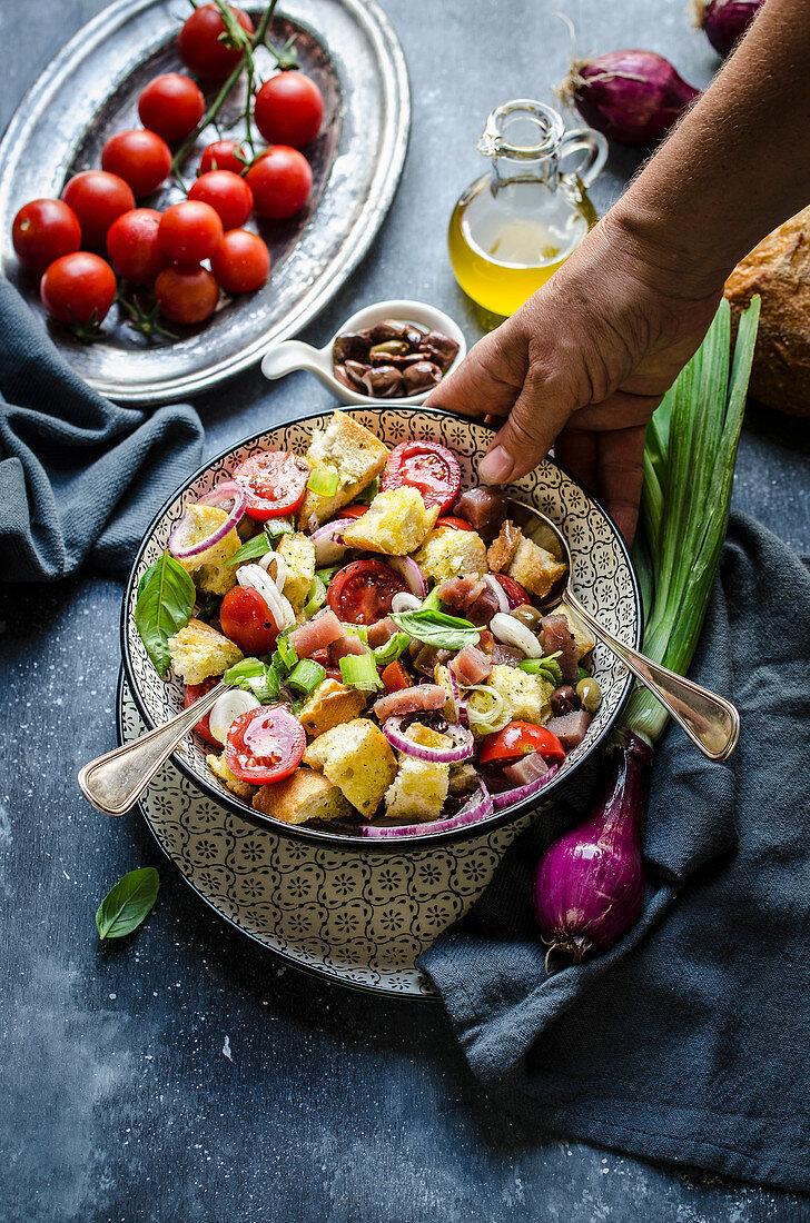Tuscan bread and tomato salad with tuna