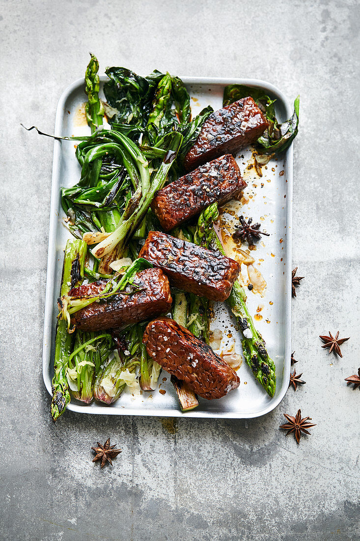 Braised tempeh with green vegetables (Asia)
