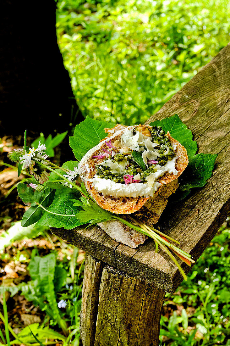 Crostoni with fresh herbs and cream cheese