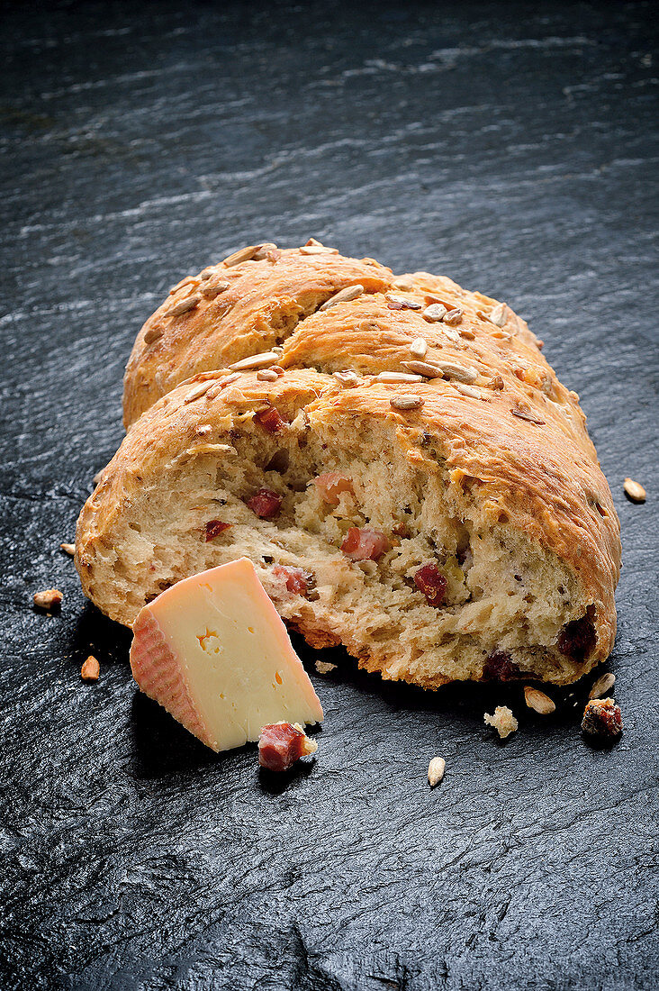 Pomace bread with bacon and cheese