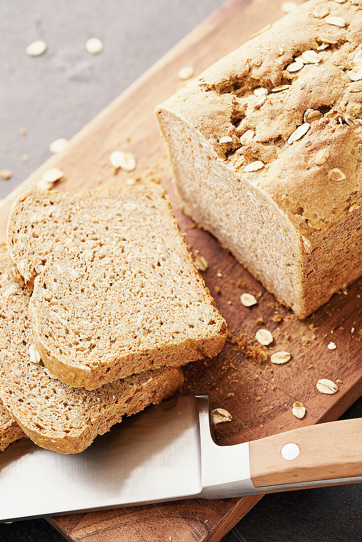 Buttermilk bread with oat flakes