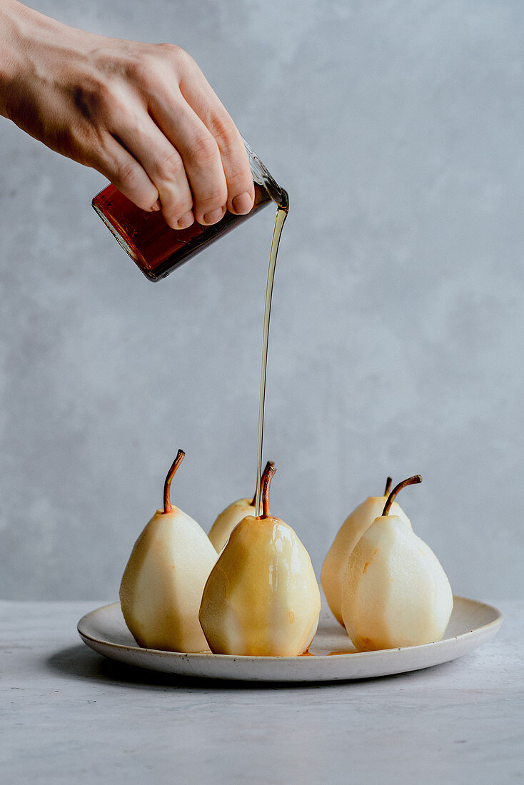 Baked pears with maple syrup