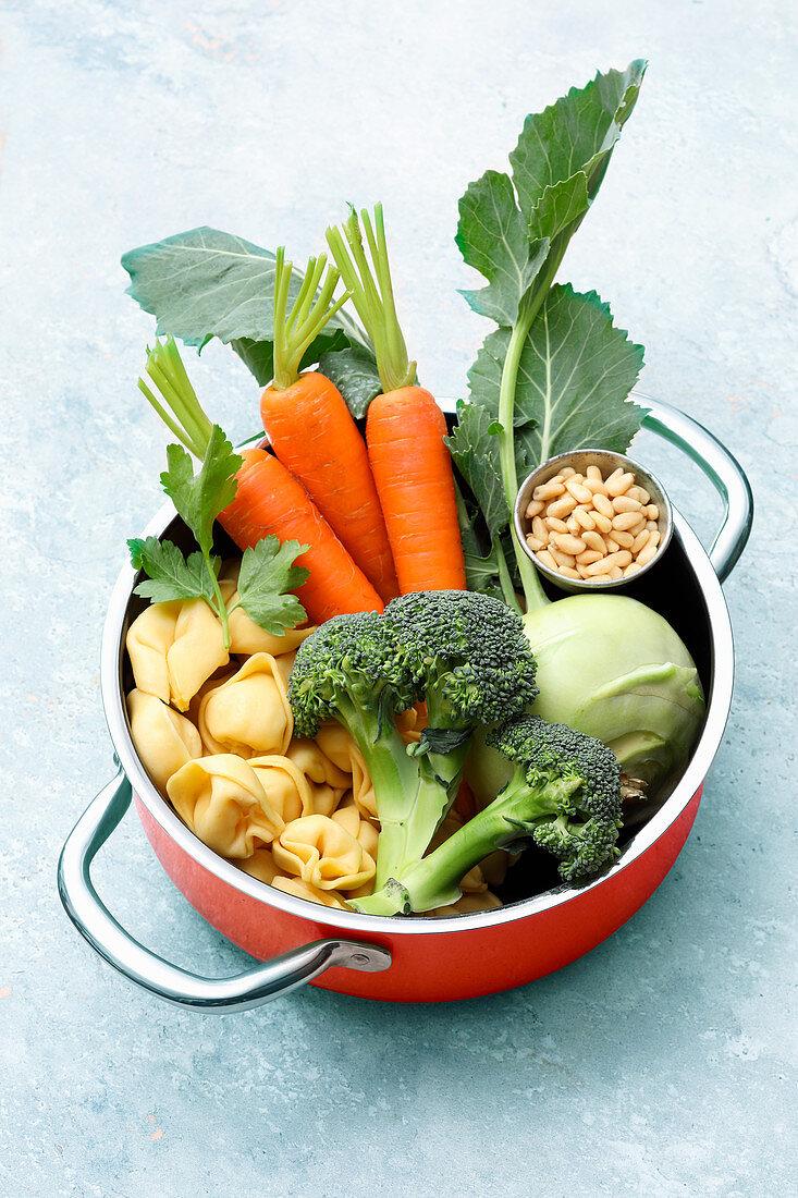 Zutaten für One-Pot-Tortellini mit Gemüse und Parmesan
