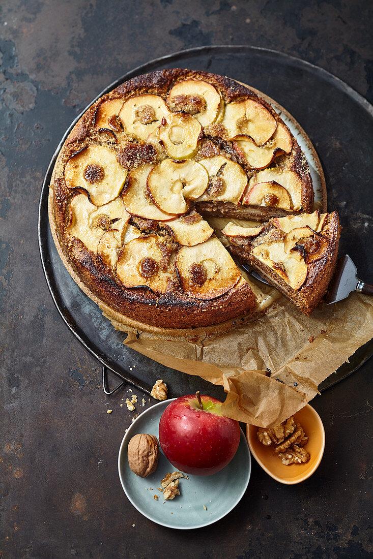 Apfelkuchen mit Walnüssen und Ingwer