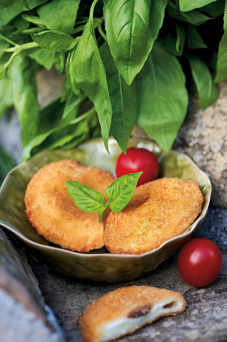 Mozzarella in Carrozza (ausgebackene Mozzarella-Brote, Italien)