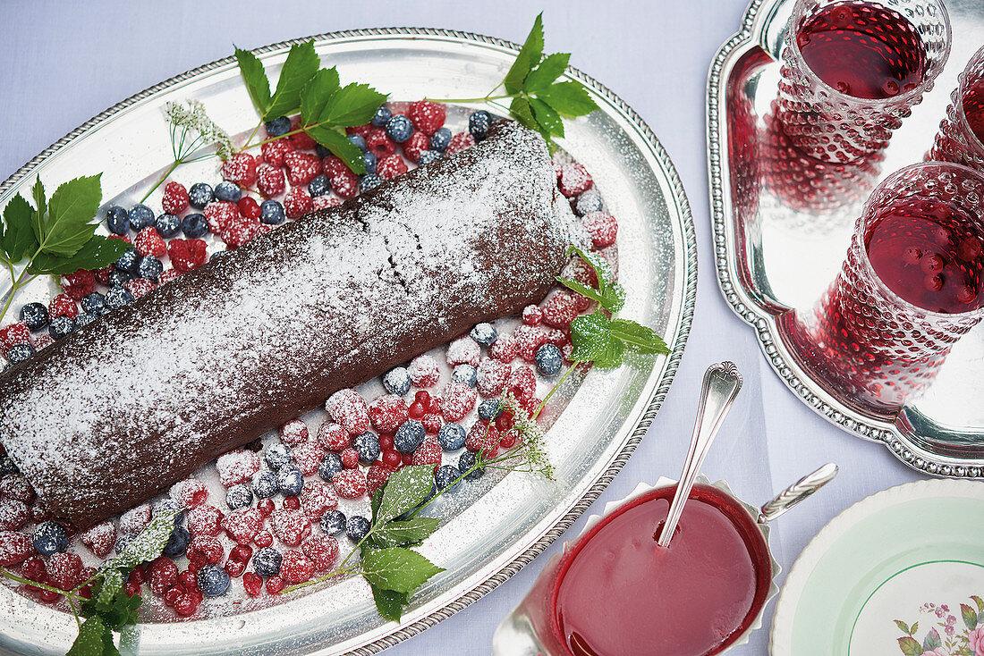 Arrolato al cioccolato (chocolate sponge cake roll with berries, Italy)