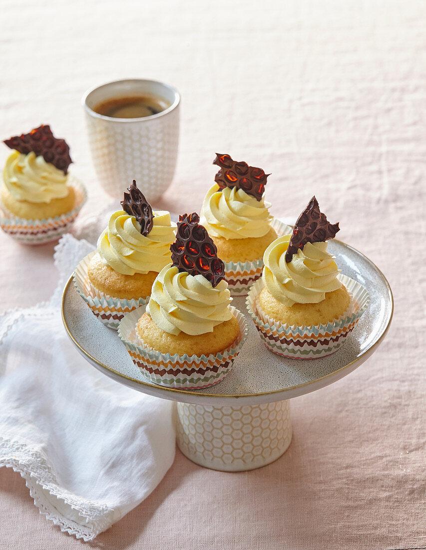 Cupcakes with honey cream