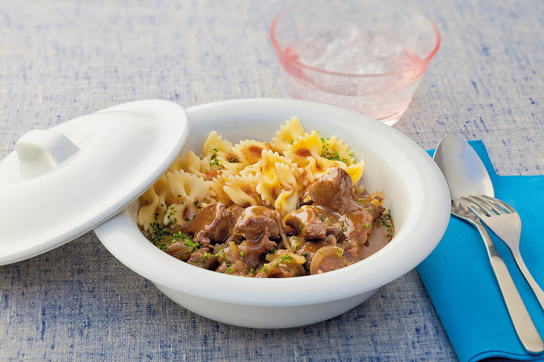 Game goulash with farfalle