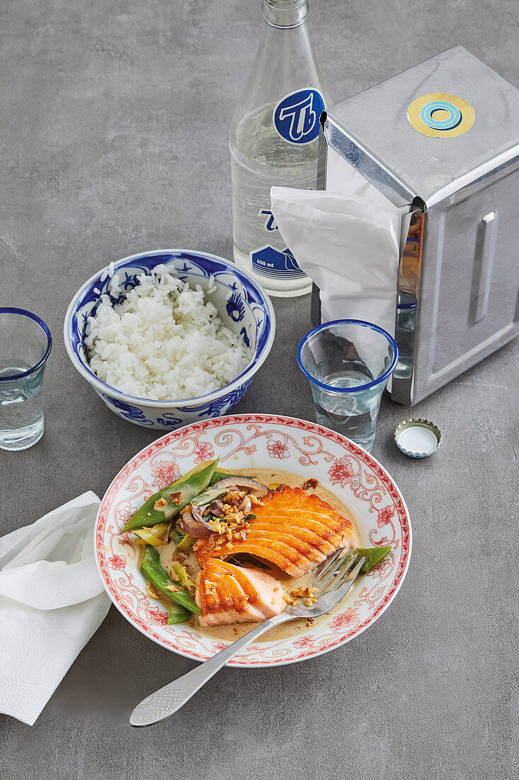 Oriental salmon curry with green beans and jasmine rice