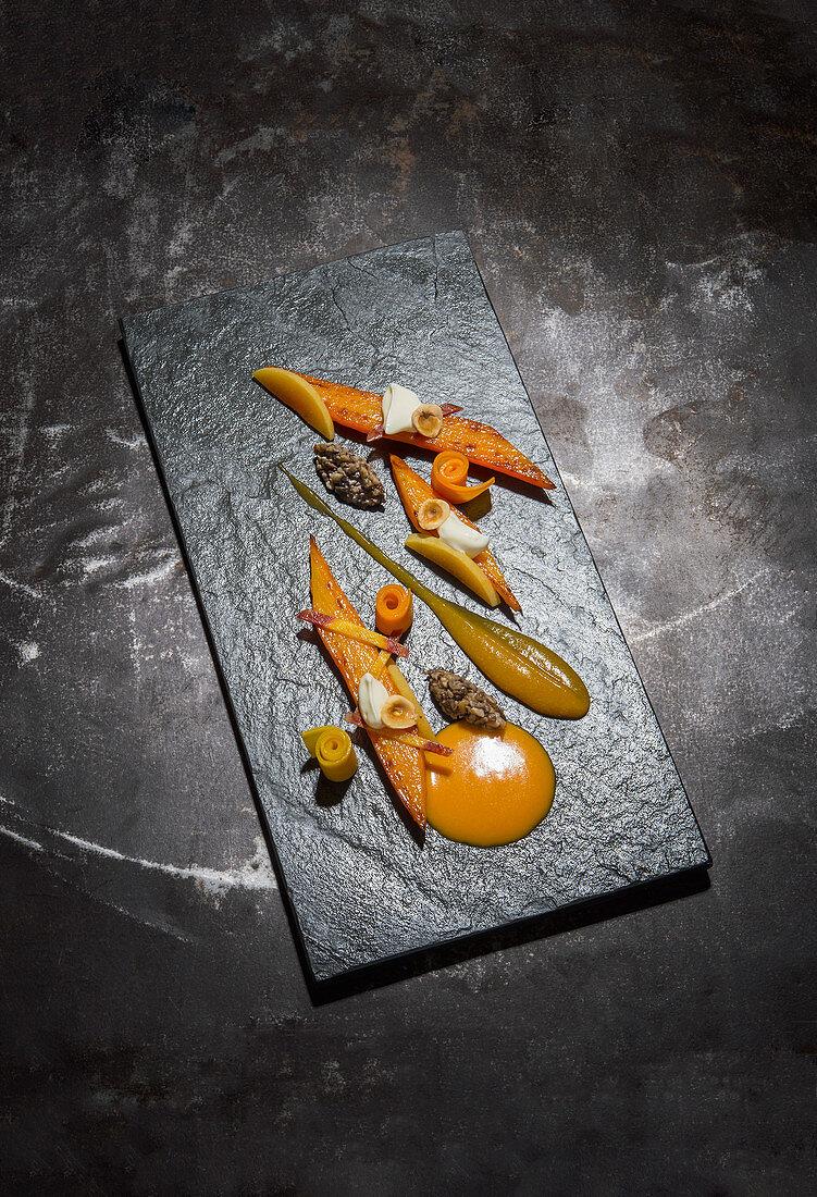 Karotte mit Pilzchutney, Aprikose und Haselnuss
