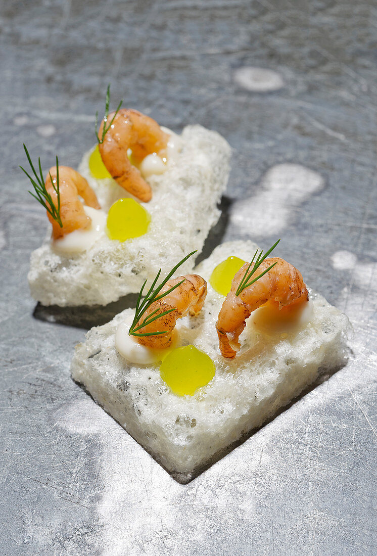 Rice crackers with limes and Büsum shrimps