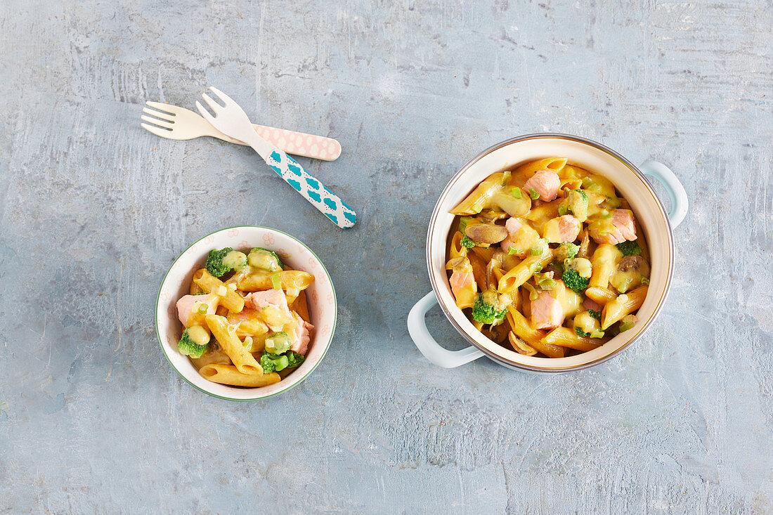 One-pot pasta with salmon