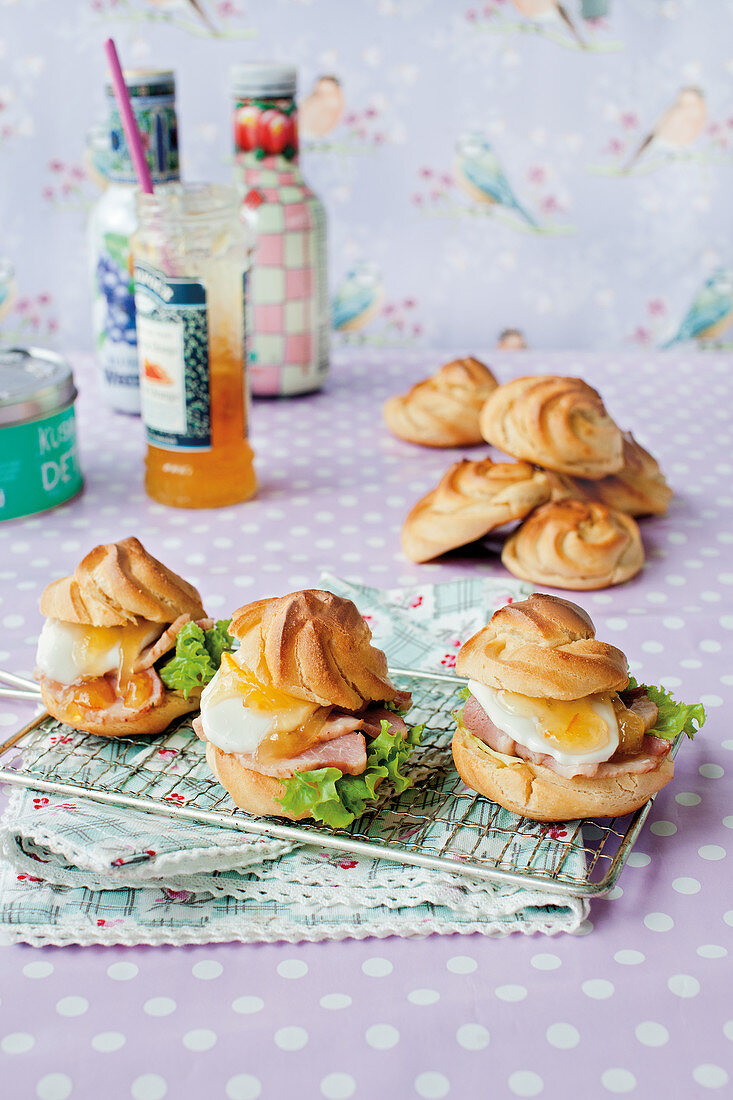 Savoury profiteroles with duck breast and mozzarella