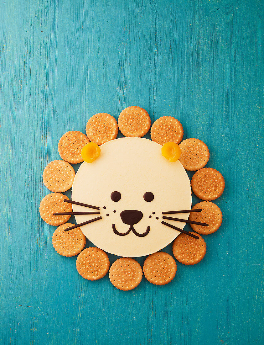 A lion cake (apricot cake with sandwich biscuits)