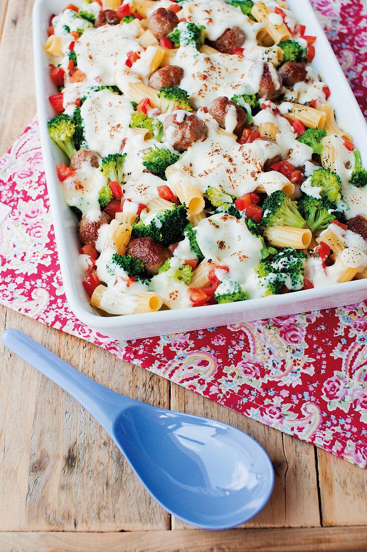 Tortiglioni and broccoli gratin with sausages and mozzarella
