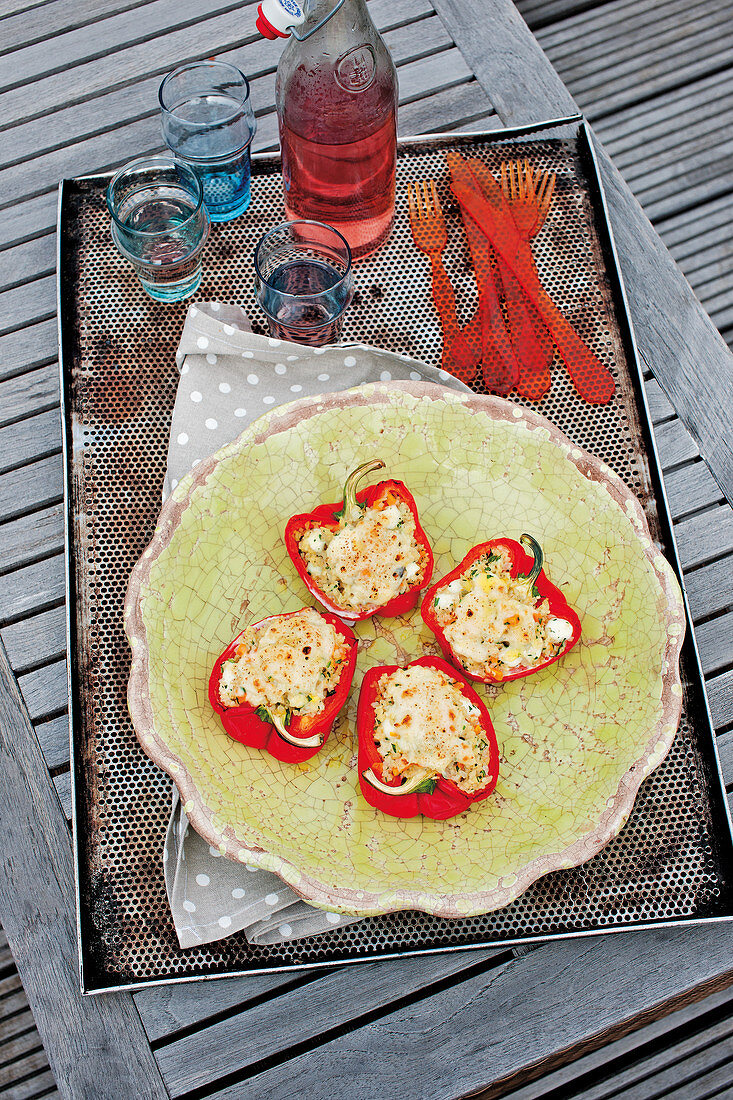 Stuffed bell peppers with bulgur and mozzarella