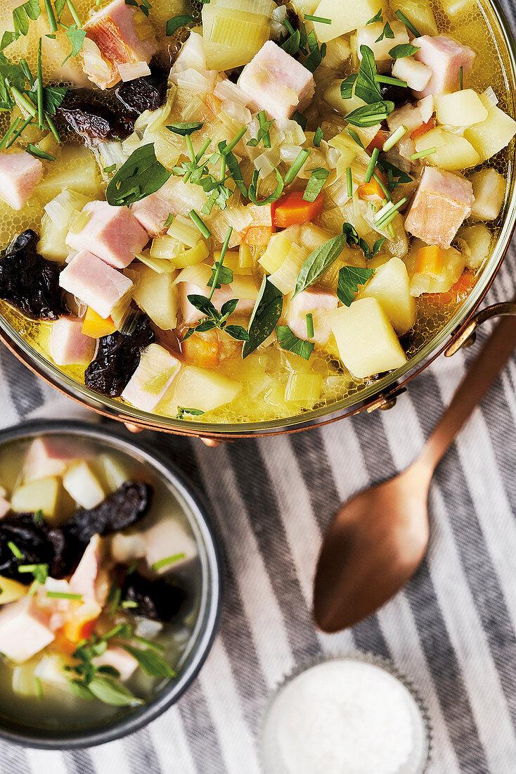 Tüften und Plum (potato soup with smoked pork and prunes, Northern Germany)