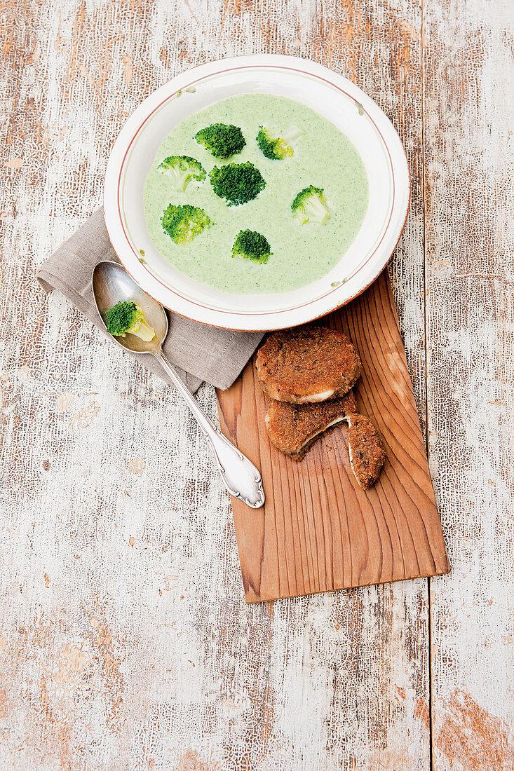Broccoli soup with crispy mozzarella