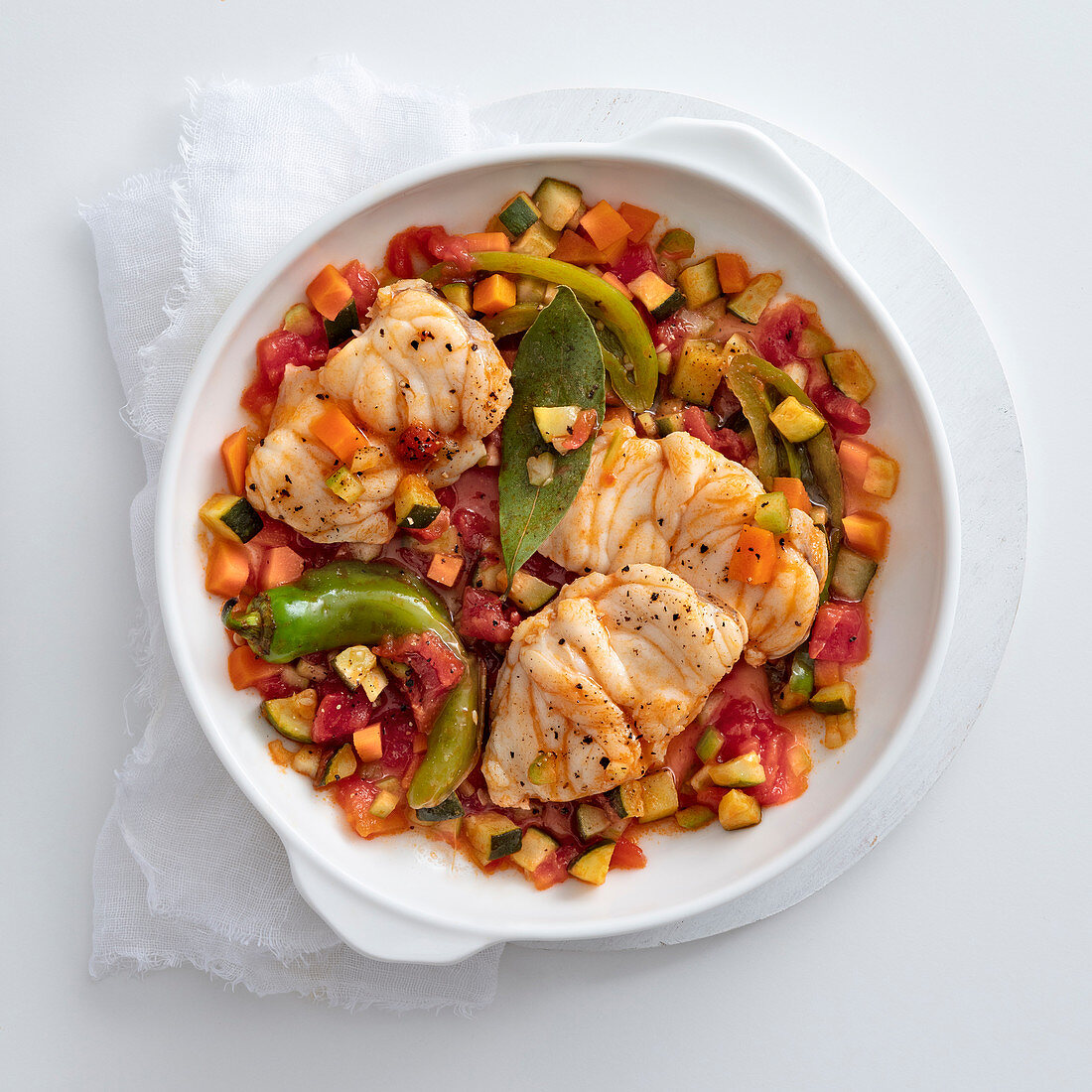 Monkfish with bell peppers, zucchini and turmeric