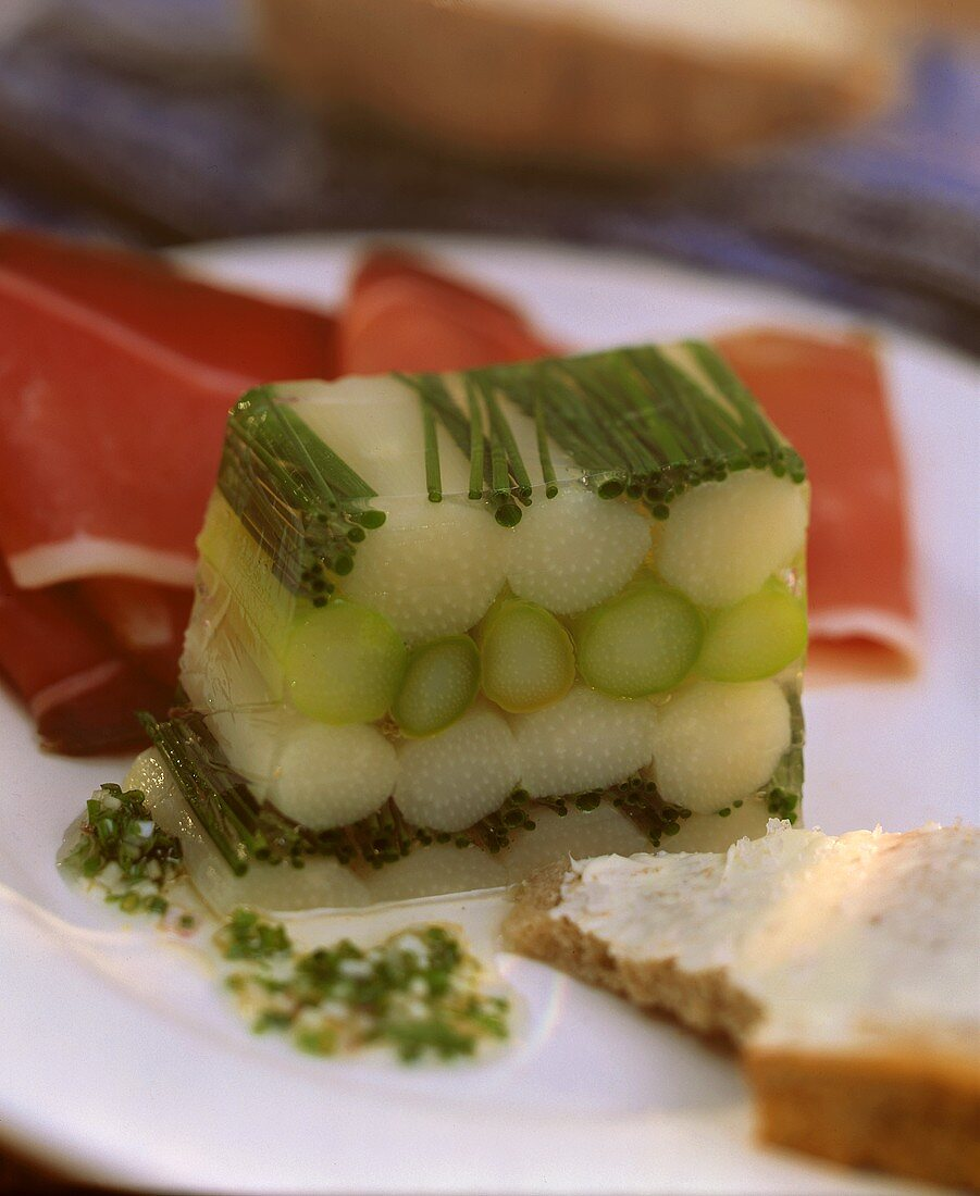 White and green asparagus jelly with vinaigrette & ham