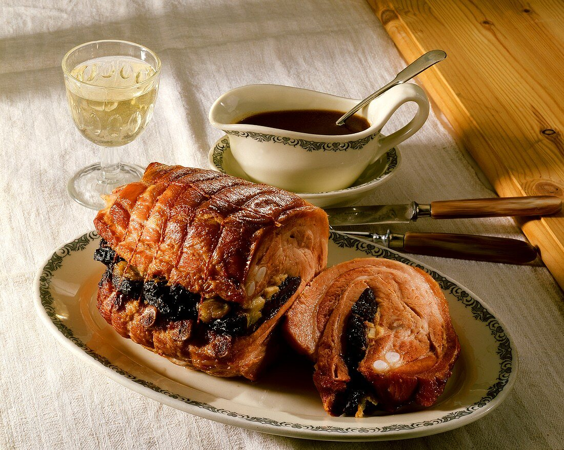 Mecklenburg stuffed rib roast; gravy; glass of wine