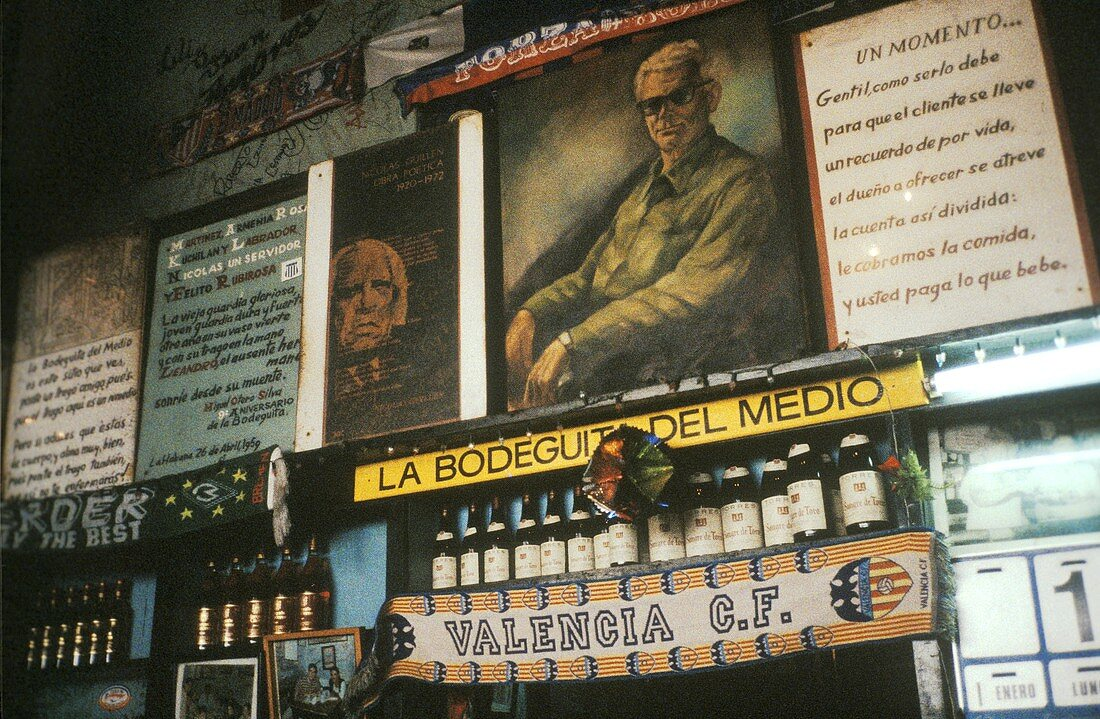 """Interior view of Bodequita del Medico, Hemingway's """"local"""""""