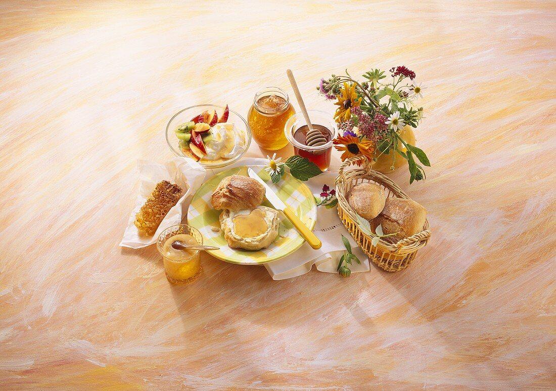 Breakfast arrangement with honey, honey rolls & honey quark