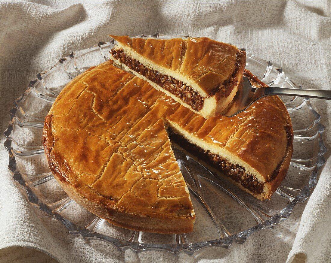 Engadin nut cake, one piece on cake slice