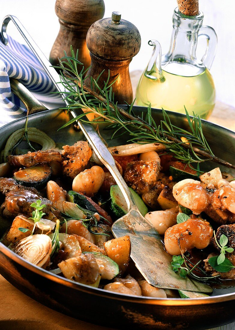 Pan-cooked lamb dish with vegetables & rosemary