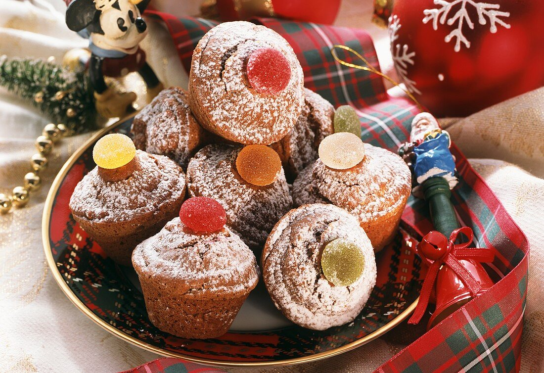 Muffins with gummi bears for the Christmas period