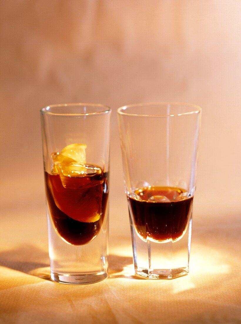 Zwei Gläser mit Bitterschnaps: Averna & Ramazzotti