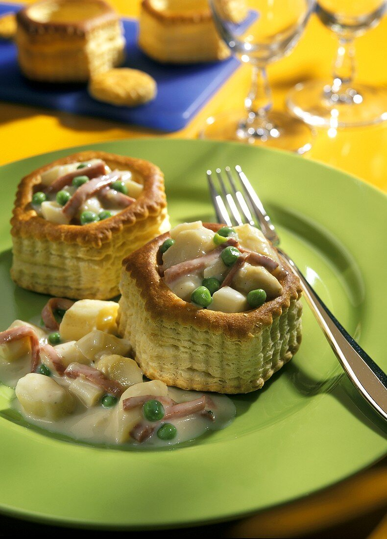 Pastry Cups Filled with Vegetables and Ham
