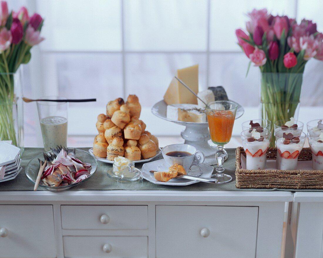 Brunch: maties, brioches, cheese platter & champagne mousse
