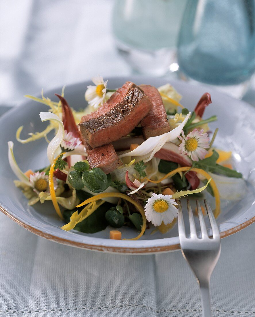 Salad with strips of ostrich