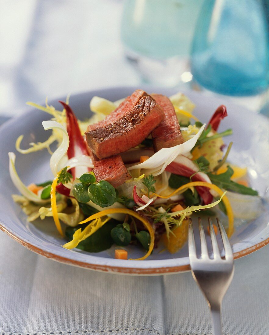 Fruity salad with strips of ostrich