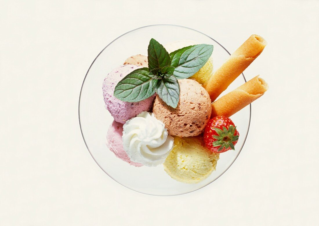 Mixed ice cream with strawberry, mint, cream & wafer roll