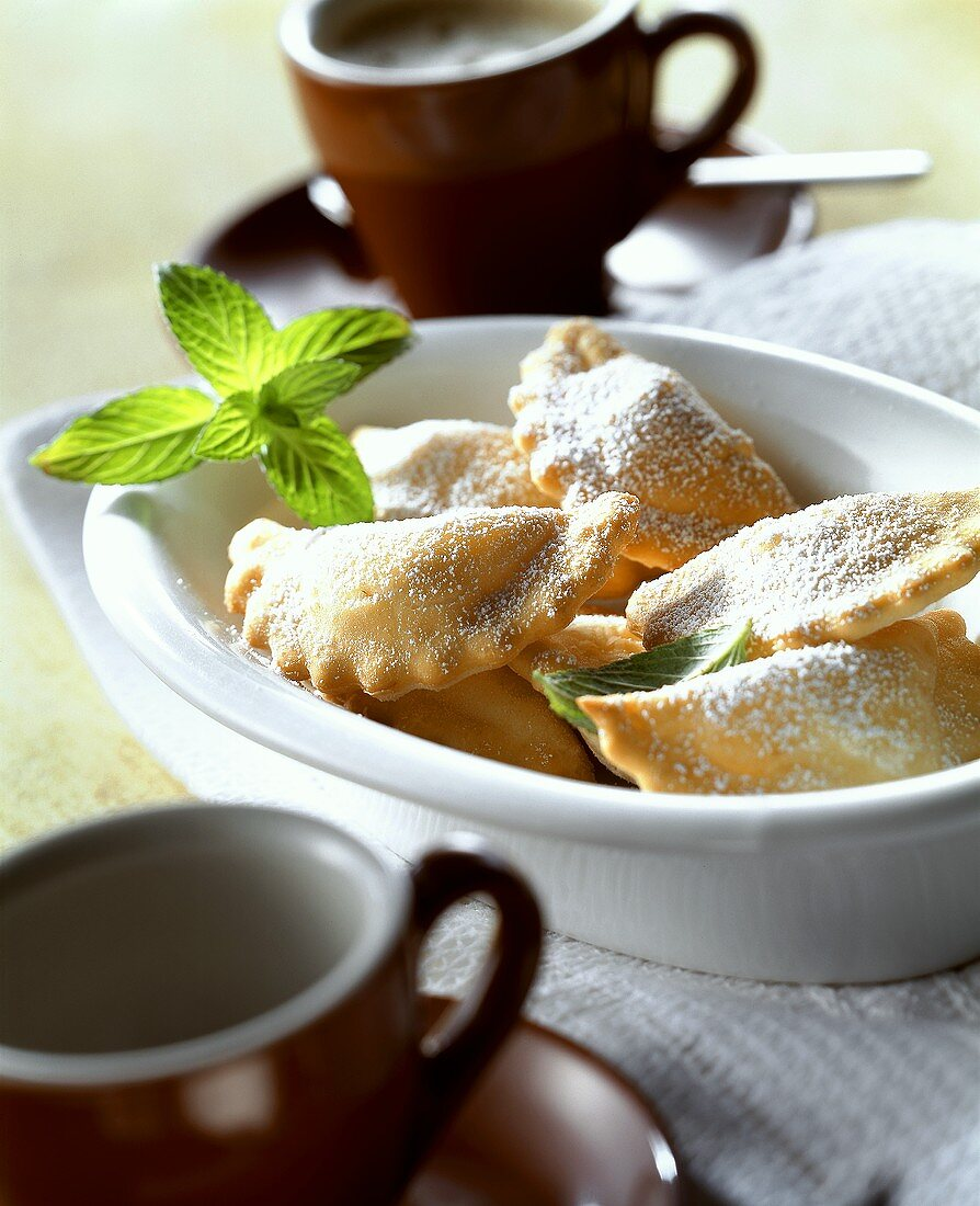 Calzoni dolci (mini-calzoni with sweet chick-pea filling)