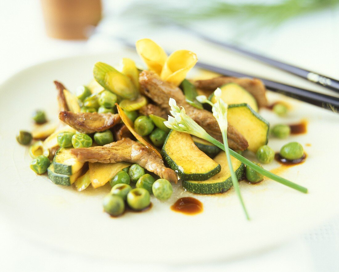 Pan-cooked lamb dish with vegetables and ginger