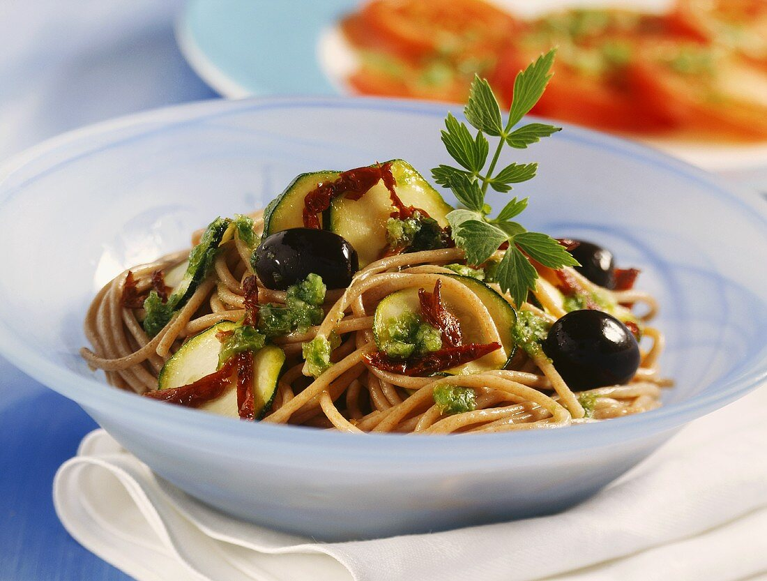 Pasta integrale alla ligure (Wholemeal spaghetti with olives)