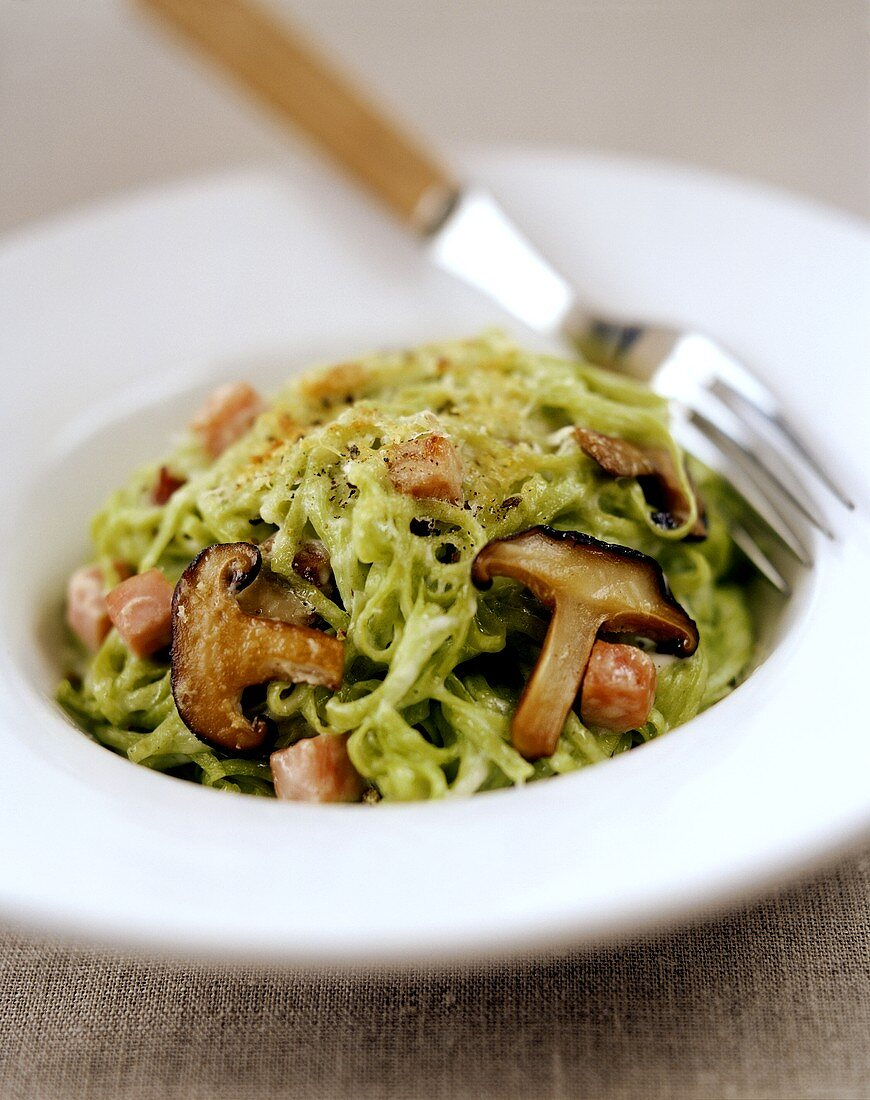 Green tagliatelle with mushrooms and pancetta (bacon)