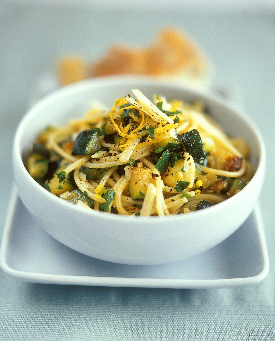 Spaghetti zucchini e limone (Spaghetti with courgettes)