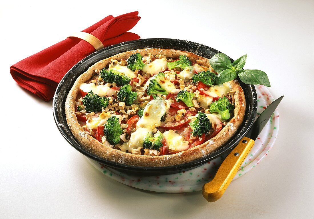 Wholemeal pizza with broccoli, tomatoes, mushrooms and cheese