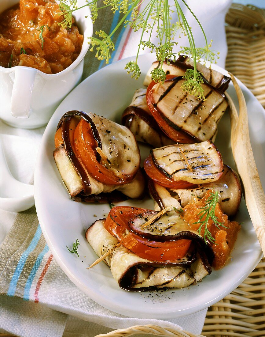 Barbecued aubergine parcels with tomato sauce