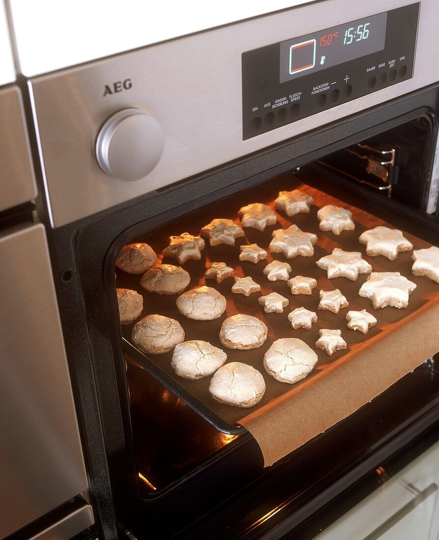 Cinnamon stars & aniseed biscuits (macaroon dough), baking tray