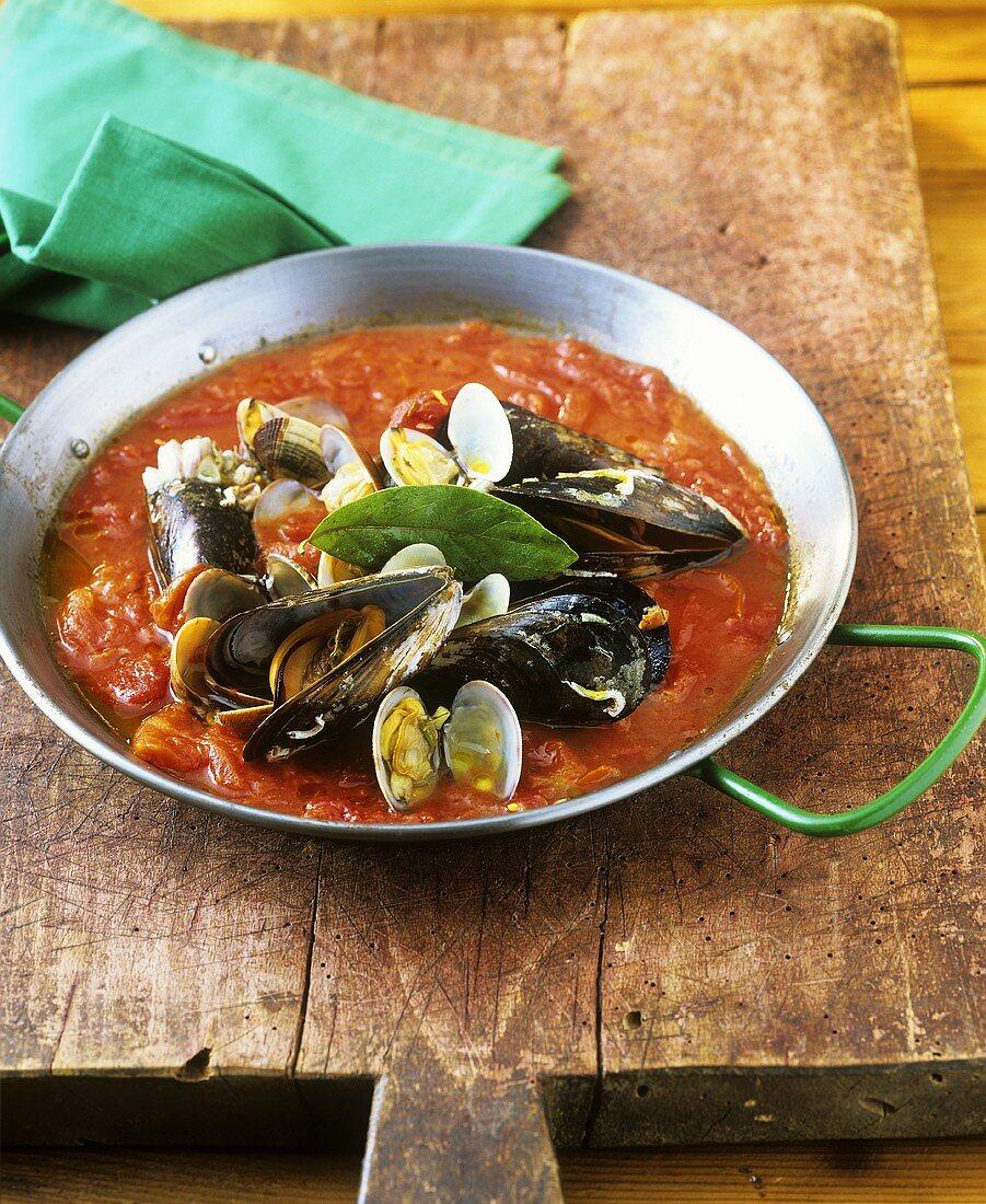 Mussels seaman style in tomato sauce (a la marinera)