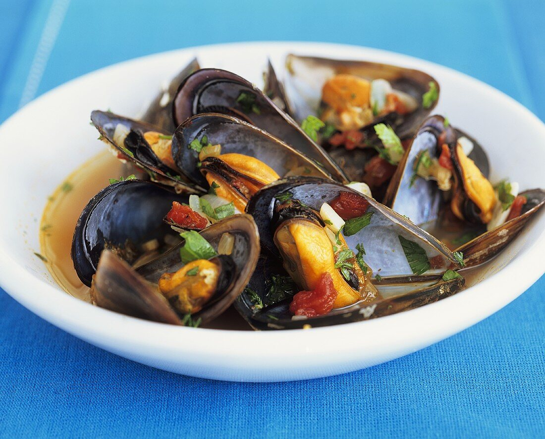 Mejillones a la marinera (mussels in wine stock, Spain)