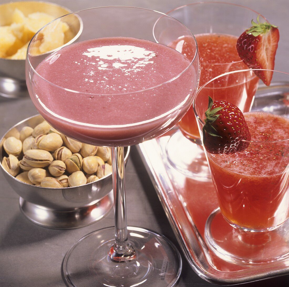 'Vatican' and 'Nocciolino' (cocktails with fresh berries)
