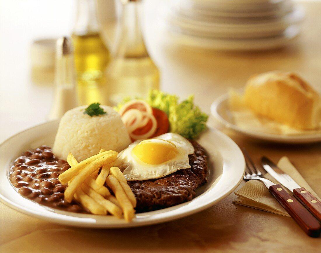 Bife, arroz e feijao (steak, rice and beans, Brazil)