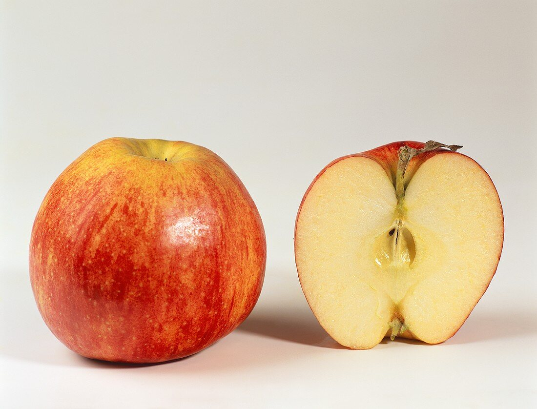 One half and one whole apple (Jonagold)