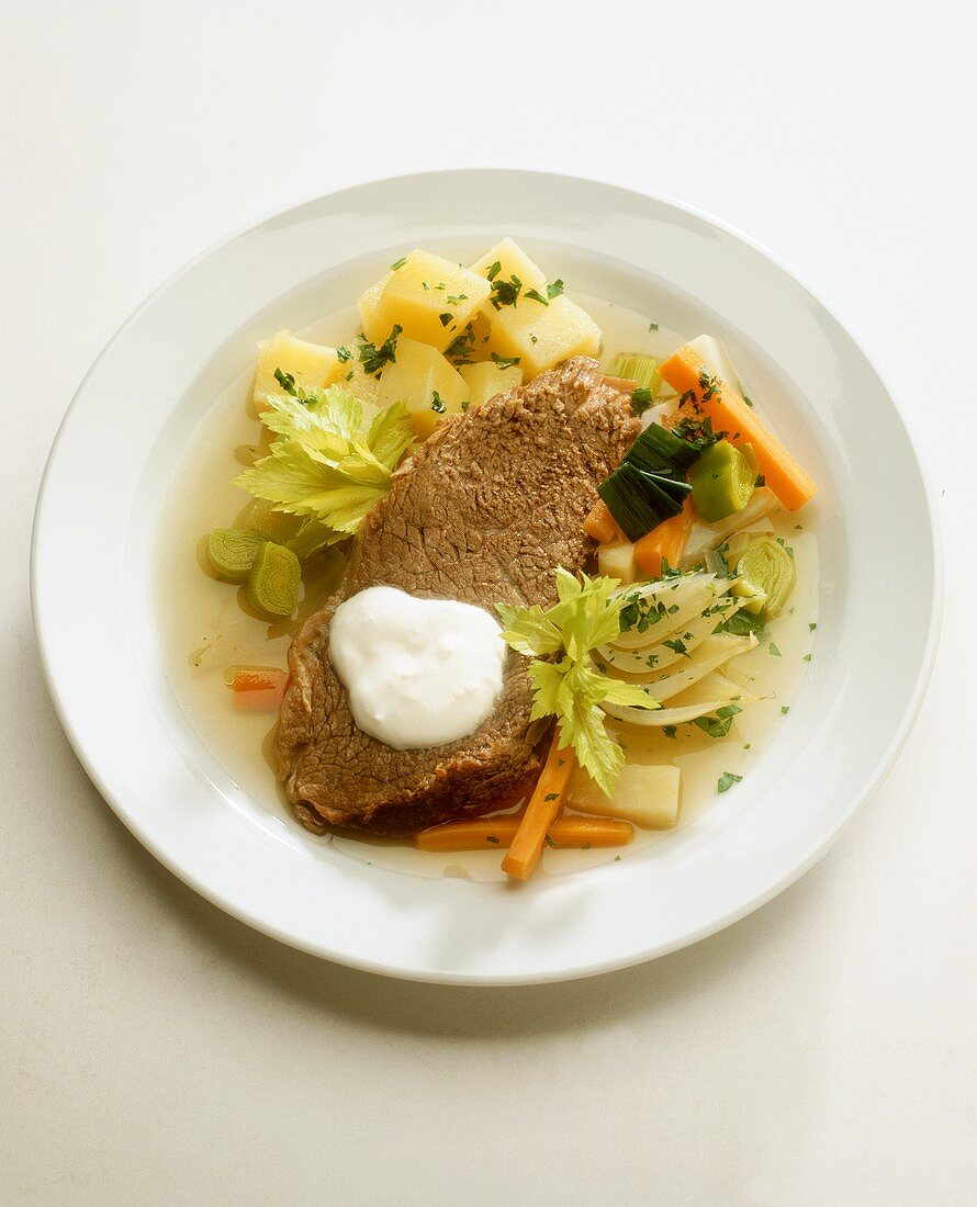 Boiled beef fillet with bouillon potatoes & horseradish sauce